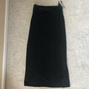Maxi skirt with slit